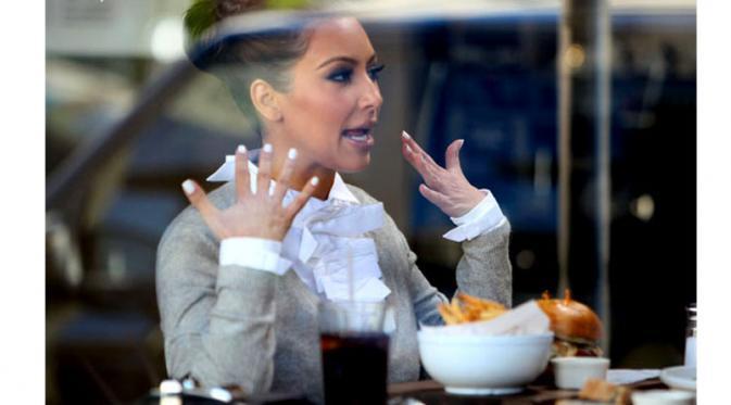 Kim_Kardashian_makan