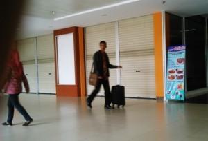 Bandara SSK II Belum Kosongkan Konter Sales Tiket