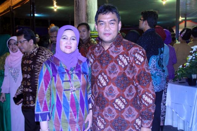 Dirut Bank Riau Kepri Irvandi Gustari dan Isteri saat Gala Dinner PorseniXI