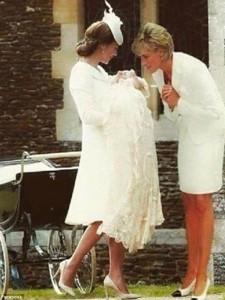 064044000_1440129712-2B77578800000578-3202517-A_Photoshopped_image_showing_Princess_Diana_superimposed_into_a_-a-27_1439919855995